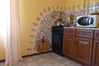 чем отделать стены в кухне: камень