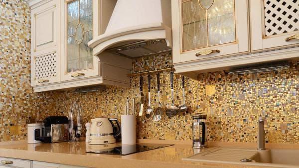 чем отделать стены на кухни: плитка
