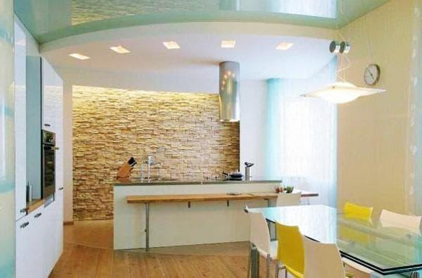 чем отделать стены в кухне: светлый камень