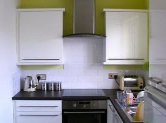как обйстроить маленькую кухню