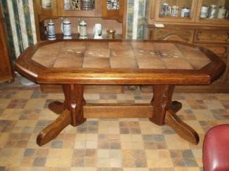 кухонный стол с керамической плиткой