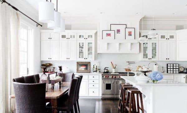 Если кухня на южной стороне, без штор не обойтись