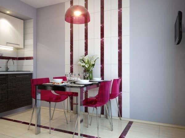 Пластиковые стулья яркие и стильные и без ни не обойтись если вы хотите наполнить кухню красками