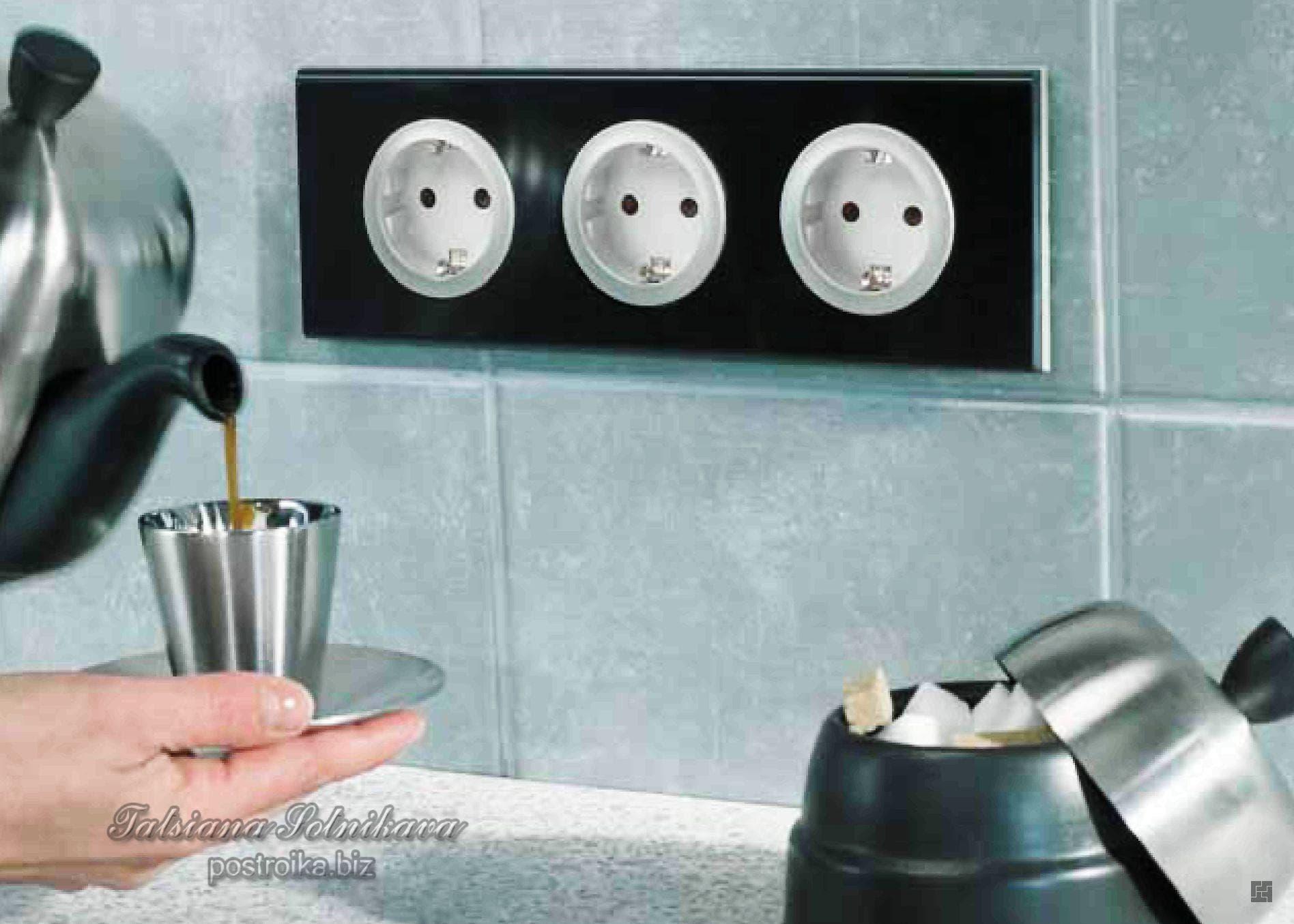 Как расположить розетки на кухне для подключения всей техники. Правила выбора, характеристики и защита кухонных розеток для вытяжки Как сделать розетку для встроенной вытяжки