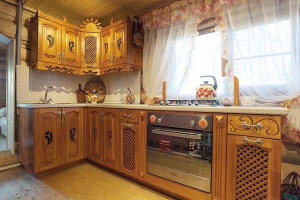 резная мебель на кухне