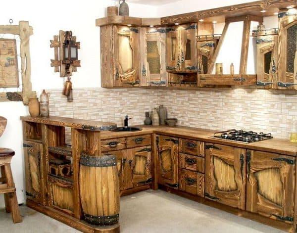 резная мебель на кухне Кантри