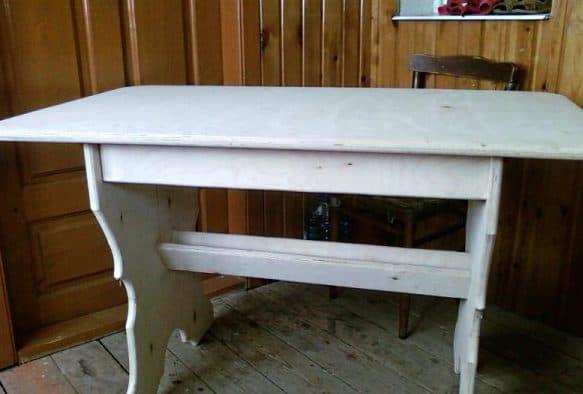 самодельный деревянный стол из ДСП
