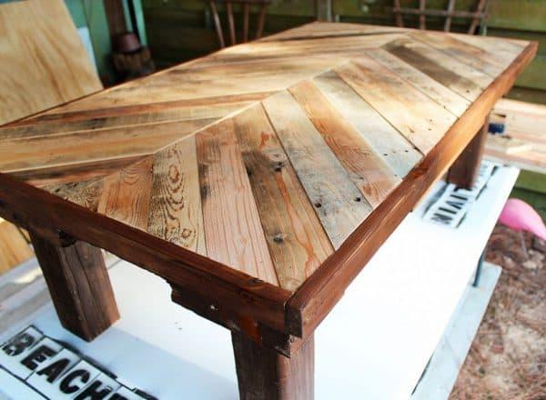 самодельный деревянный стол из МДФ