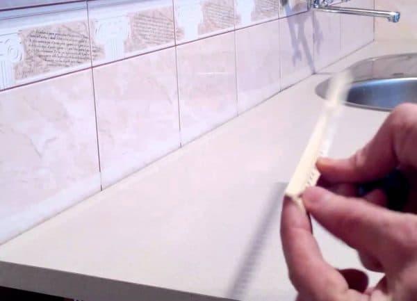 Плинтус для столешницы на кухне