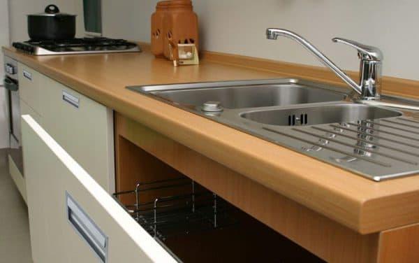 пластиковые столешницы ДСП на кухне
