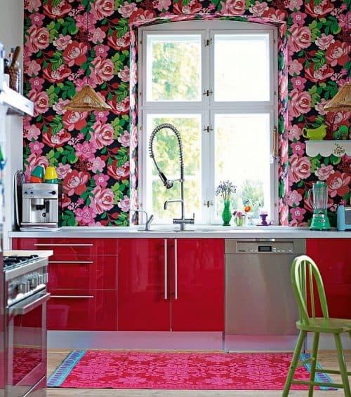 дизайнерские идеи для кухни крупный и густой цветочный рисунок