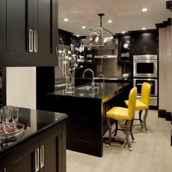 красивые обои разного цвета в кухне