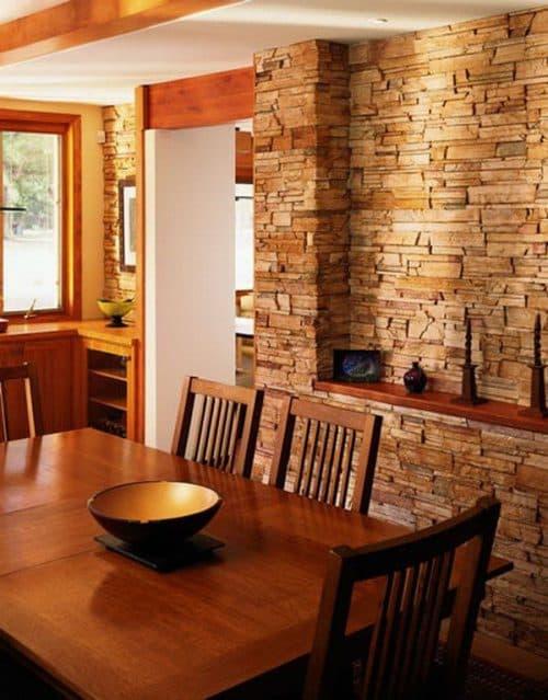 стены в кухне из натурального камня