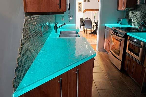 столешница на кухне из стекла