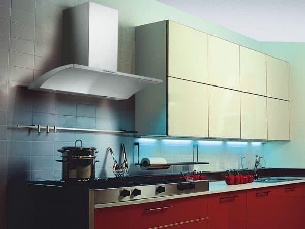 широкая кухонная вытяжка