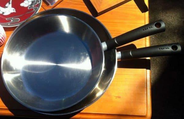 литая сковорода из стали