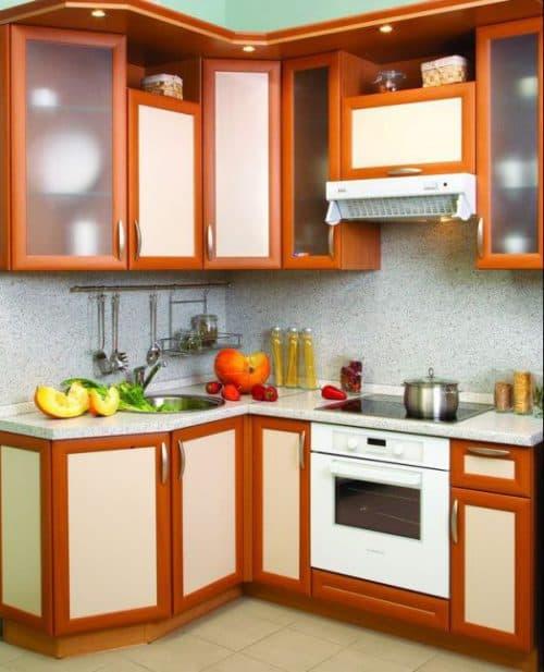 угловой кухонный гарнитур для маленькой кухни