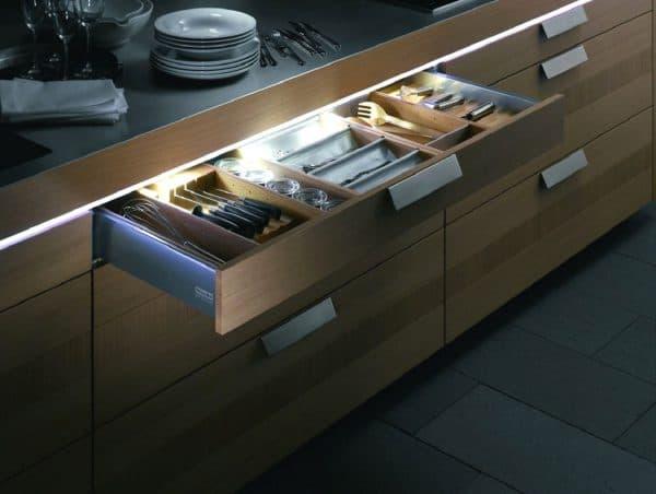 lsd подсветка на нижней стороне навесного кухонного шкафчика