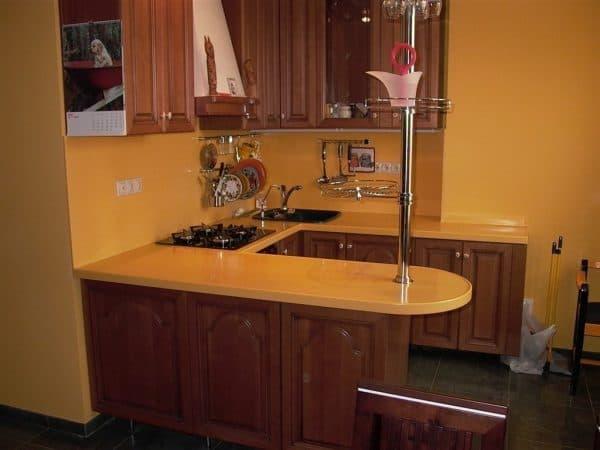 кухонный гарнитур с мини барной стойкой
