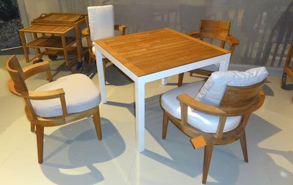 стул для кухни с полукруглым подлокотниками