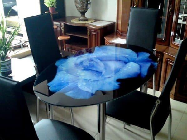 столик из стекла с фотопечатью триплексного нанесения красочного слоя. для кухни