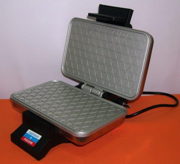 электрическая вафельница для тонких вафель ЛАКОМКА