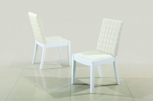 белые деревянные стулья для кухни с экокожей