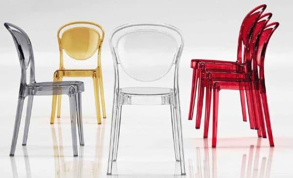 стильный прозрачный пластиковый стул для кухни
