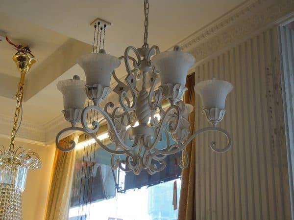 люстра на кухню в стиле прованс с восточными плафонами