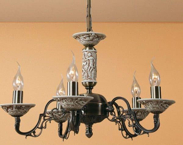 люстра на кухню в стиле прованс с светильниками свечами
