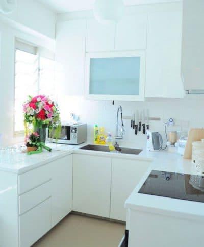 светлая техника в маленькой кухне