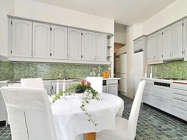 сочетание цветов для интерьера кухни: белая кухня
