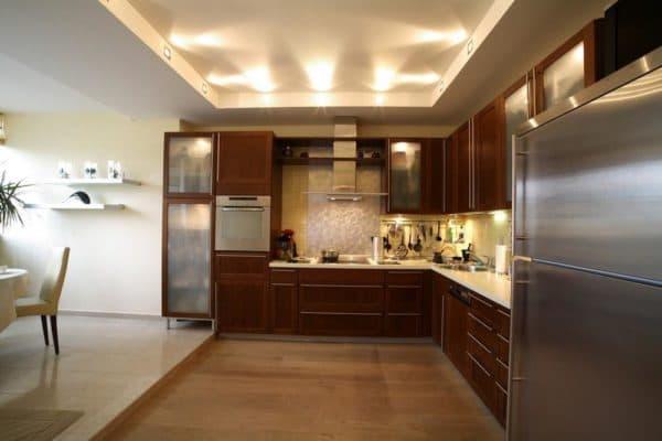 сочетание цветов в интерьере кухне: свет в кухне