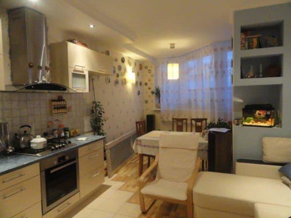 интерьер кухни совмещенной с балконом