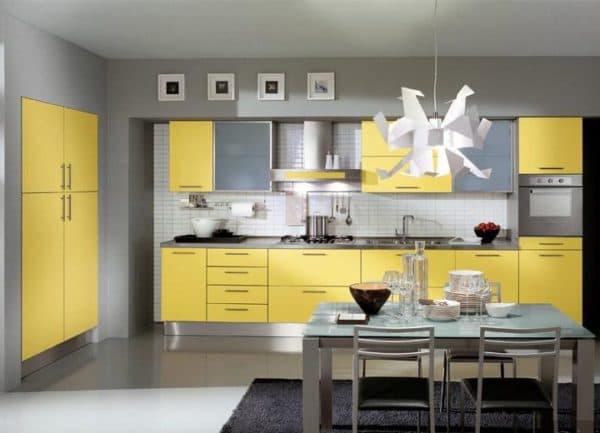 сочетание цветов в интерьере кухни: серый цвет