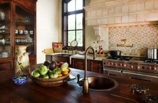 плитка кирпичиком на кухне