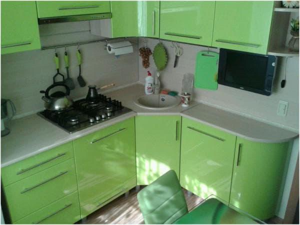 Как обставить маленькую кухню.