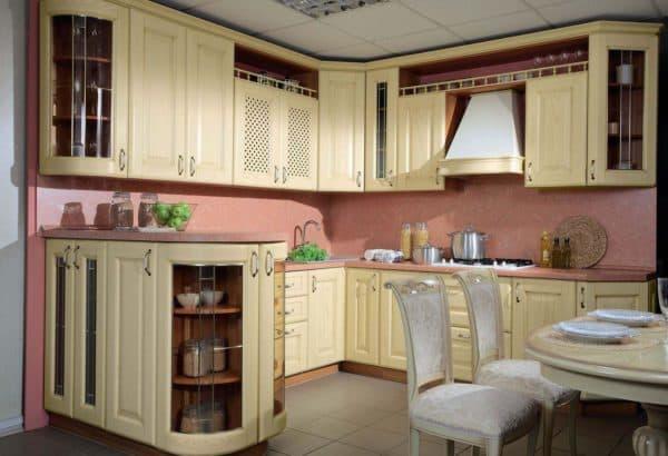 угловая кухня для маленькой кухни