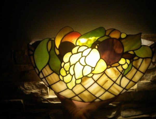 Изысканные лампы Тиффани стоят дорого, но и выглядядят изумительно
