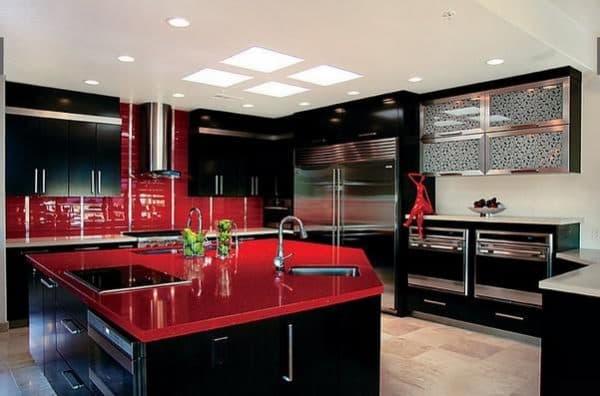 Черно красный: страстный и стремительный