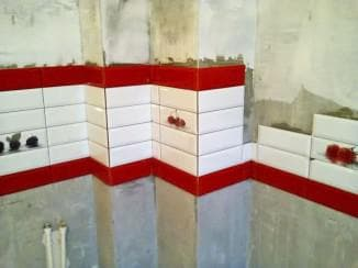 Укладка плитки на кухне фартук