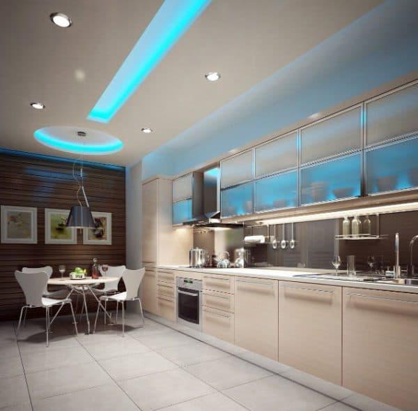 голубая кухня с дневным светом