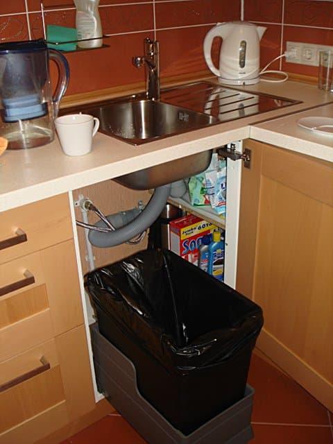 Ящик для мусора под мойкой для квартиры