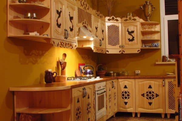 прорезная резьба мебели на кухне