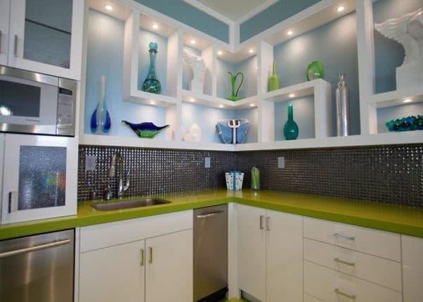 Навесная полочка для кухниЧаще всего такие полочки выполняют декоративную функцию