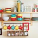 Навесные полки: делаем кухню удобнее