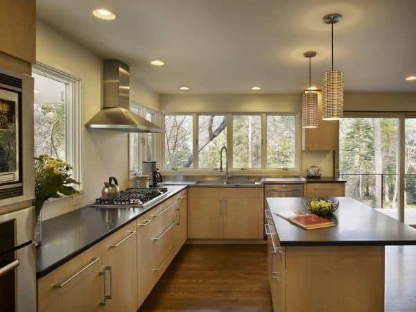 планировка кухни с окнами