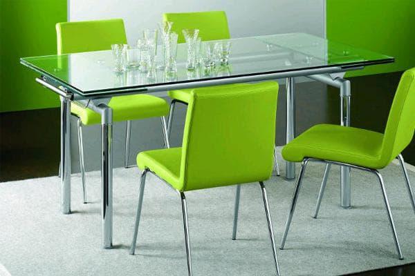 Стеклянный раздвижной стол для кухни