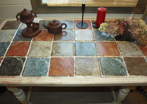 Стол с плиткой для кухни