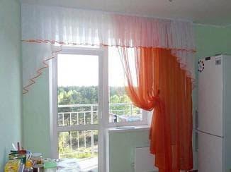 Тюль на кухню с балконом